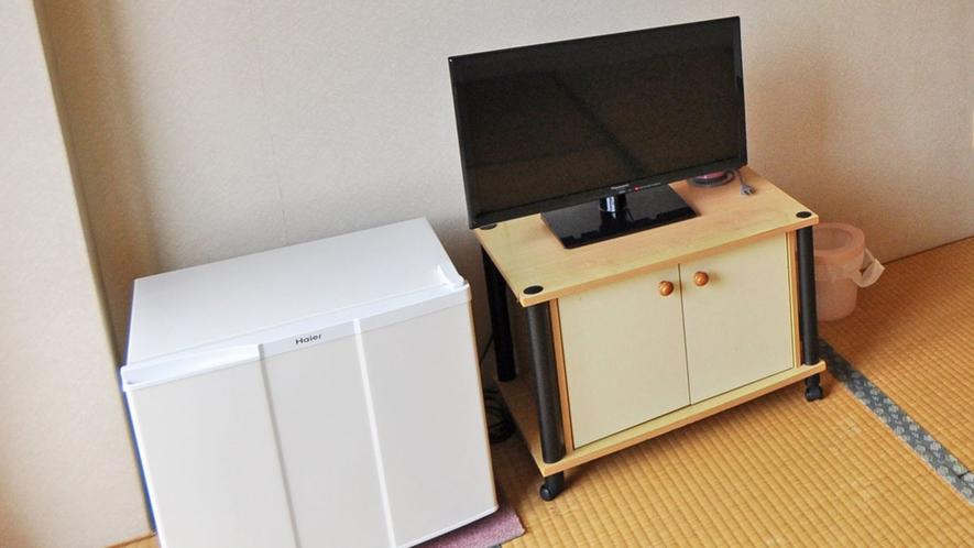 【客室】和室(定員1名様)。冷蔵庫・エアコン・TV完備。