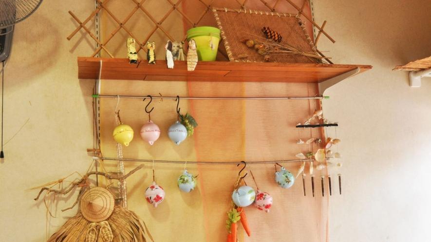 【館内】貝殻のウィンドチャイムなど、かわいい小物がいっぱい♪