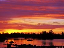 【周辺】入り江の夕焼け。とっても幻想的なコントラストの夕焼け。豊かな自然が作り出す伊良部の絶景。
