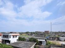 【館内】屋上からの景色。町のゆったりとのどかな風景を見渡すことができます。