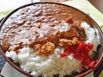 【料理】まるよし名物『ジャンボカツカレー』。なんと2,5人前!完食すると『完食証』をお渡しします♪