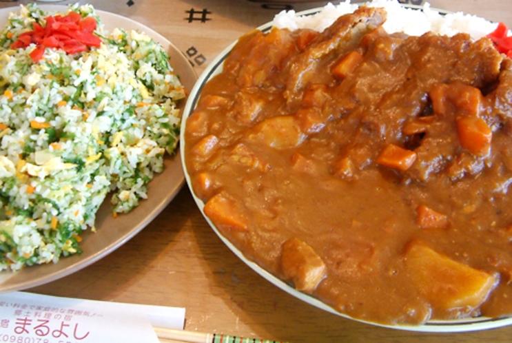 【料理】ジャンボカツカレーと沖縄特産の海藻「アーサー」を使ったアーサーチャーハン。