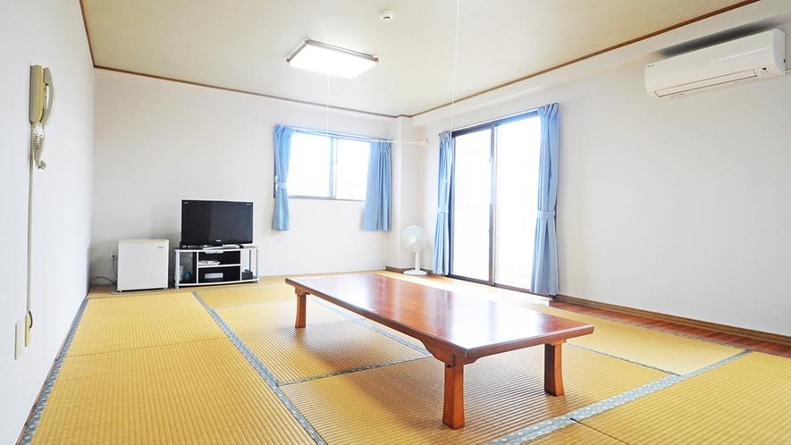 【客室】ファミリー和室(定員6名様)。ご家族やグループでのご利用に便利な広々としたお部屋です。