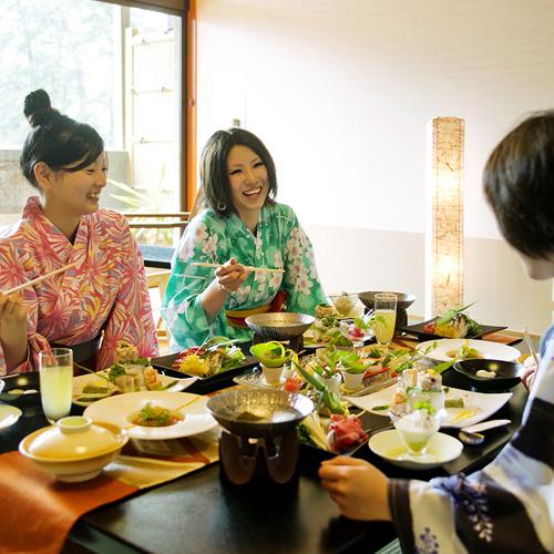 ● 大切な仲間と会話もはずむお食事♪