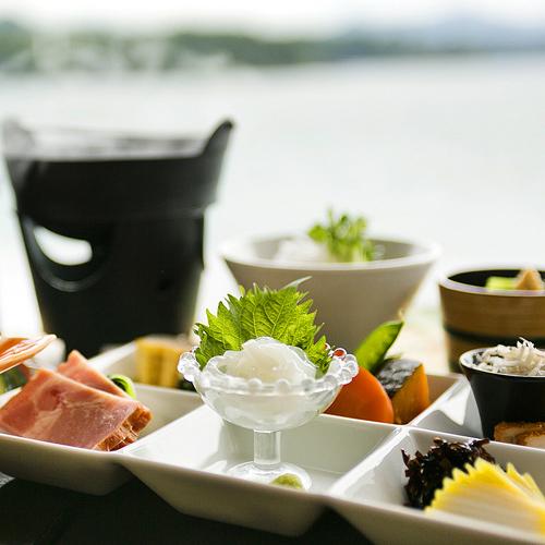 ● 普段朝食を召し上がらない方でも、ごはんに箸が進むと好評(写真は一例、季節により内容は異なります)