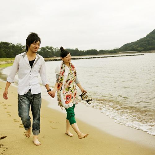 ● 潮風とふたりの会話が何よりの思い出に♪『ちょっとそこまで』菊ヶ浜海岸を散策