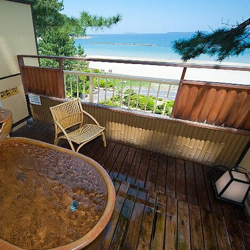 【りんどう】目の前に広がる菊ヶ浜。開放的な空間に心癒されながら入る露天風呂は格別