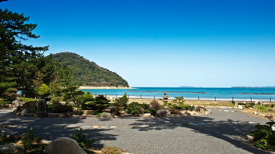 ■【一輪庭】その先は、1.6km続くオーシャンビーチ菊ヶ浜が広がる・・・。