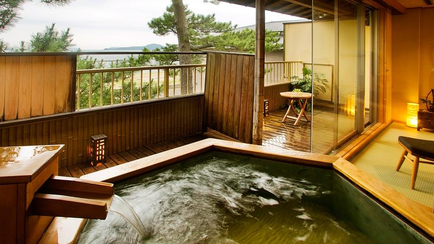 【はぎ】お洒落な六角形が特徴の露天風呂。波音・潮風を感じながら、大切な方と寛ぎの時間をお過ごし下さい
