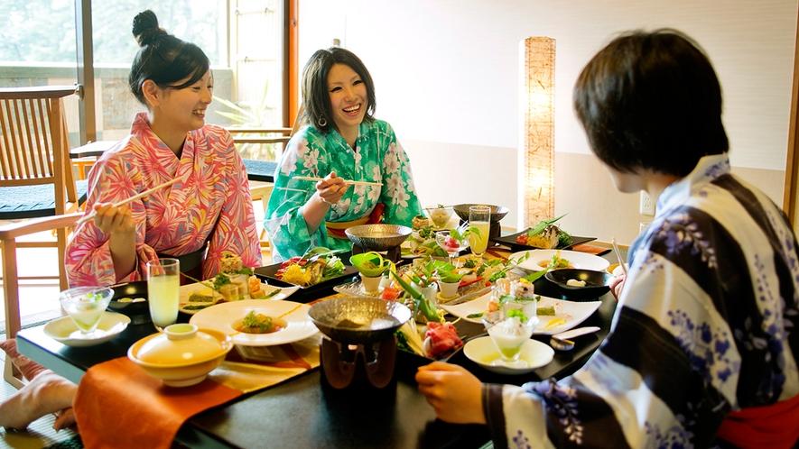 ●夕食部屋食(イメージ) 大切な仲間と会話もはずむお食事♪