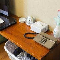 お部屋/エコノミー和室|少し小さめですがライティングデスクとしてご利用いただけます♪