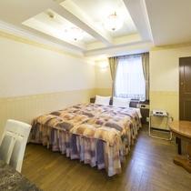 お部屋/ダブルルーム|クィーンサイズのシモンズ製ベッド採用!