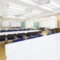多目的ホール/ミーティングや各種セミナーなど、大人数の集まりにも対応可能です。