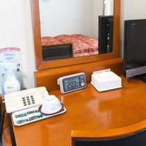 お部屋/シングルルーム|ライティングデスク、お茶セットなど