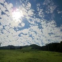 ■当館目の前に広がるゲレンデを登ると日本海が見渡せますよ♪■