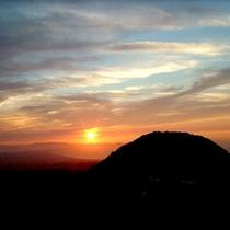 ■山に沈む絶景の夕日■