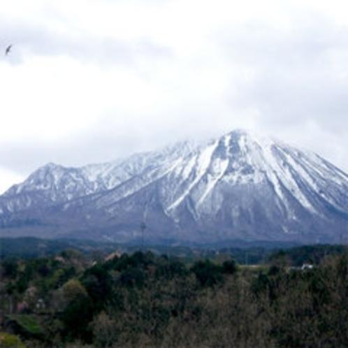 ■遠くから眺める大山■
