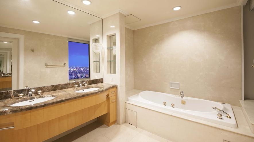 【ラグュアリーフロア】最上階34階 エグゼクティブスイート(バスルーム)