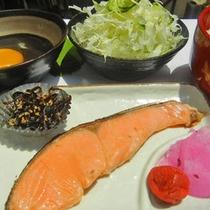 【和朝食一例】焼き魚とサラダ・白ご飯でしっかり朝ご飯♪