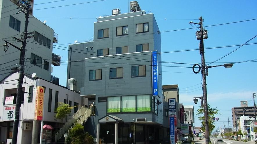 *【外観】JR西条駅の向いにございます。ロータリー内にあり、改札まで徒歩1分☆