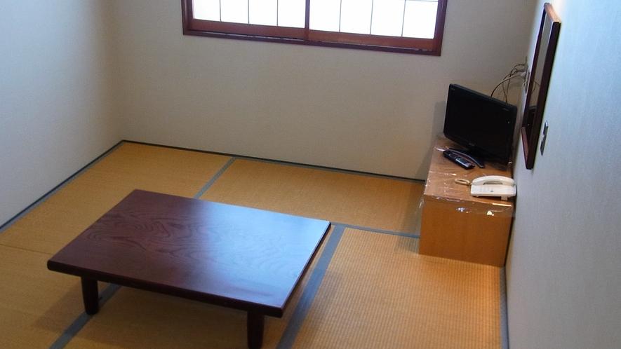【和室8畳一例】ユニットバス・トイレ付きのお部屋。少人数のグループやカップルさんにオススメ。