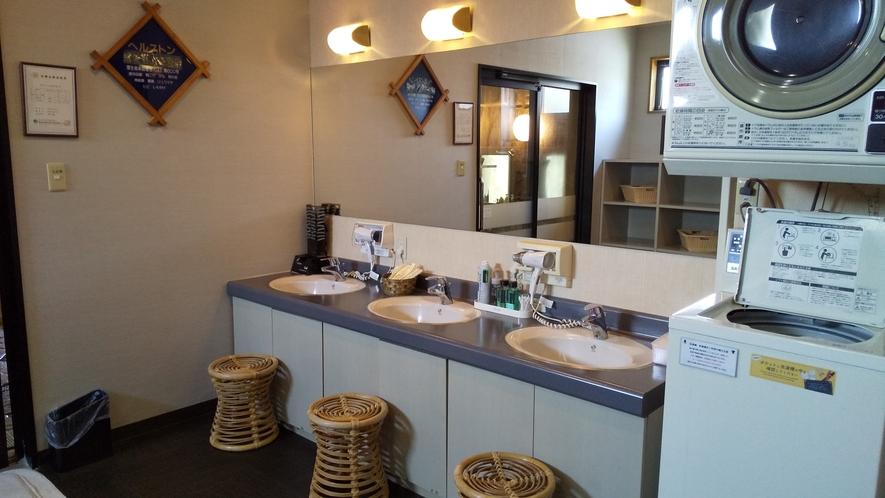男性大浴場洗面所