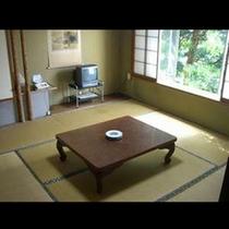 和室8畳 やわらかい木漏れ日で癒されます