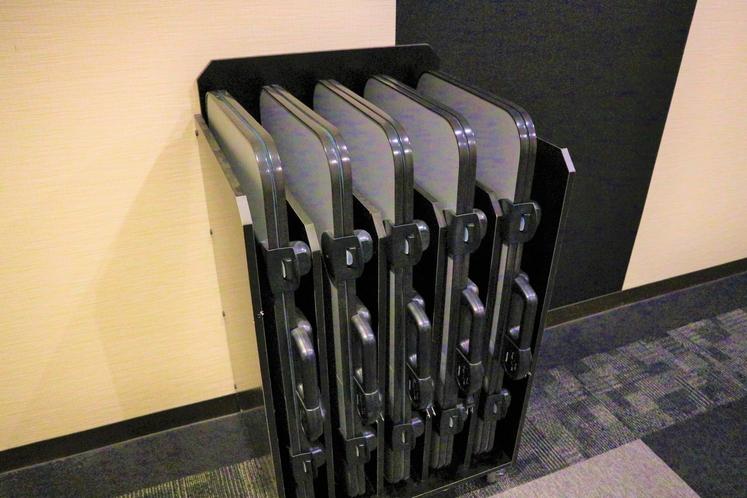 【貸出備品】ズボンプレッサーは各階エレベーター前にございます。