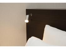 全室枕元には読書灯がございます。