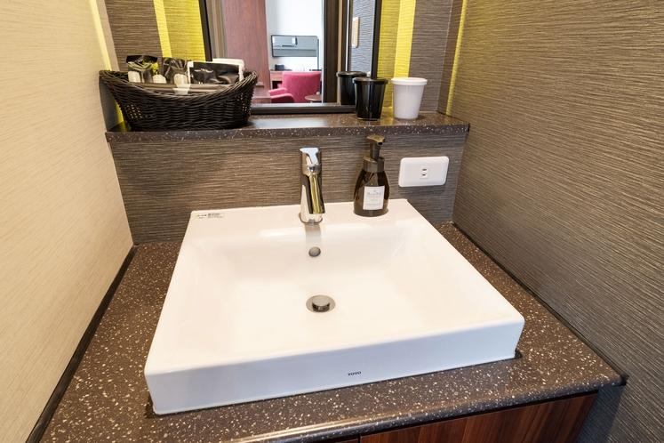 (西館ハリウッドツインのみ)洗面台は独立型なので使い勝手◎
