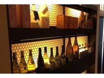 【東館1階 五井小町串心】店内はお酒も充実。