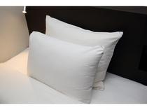 硬さの異なる2種類の枕をご用意しております。