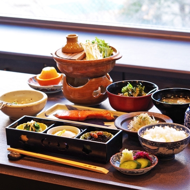 【秋冬旅セール】【夕朝食:広間】 四季折々の恵みをふんだんに使った京会席を堪能