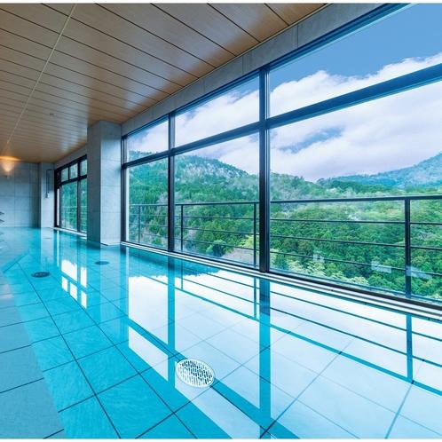 鷹峯の山々を望む大浴場 ※大浴場か中浴場のどちらか片方のみOPEN