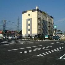 ホテルセレクトイン伊勢崎駐車場