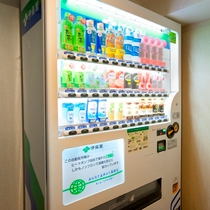 『館内施設』3F~10F自動販売機 ※3F、6F、9Fにはアルコール販売機もございます。