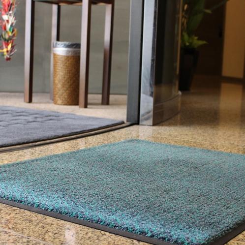 ホテル入口に「除菌マット」