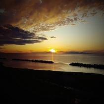 日本海に沈む夕日(10月)