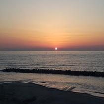 日本海に沈む夕日(4月)