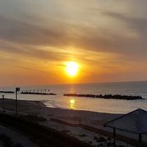 日本海に沈む夕日(12月)