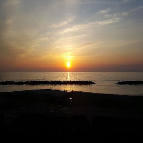 日本海に沈む夕日(6月)