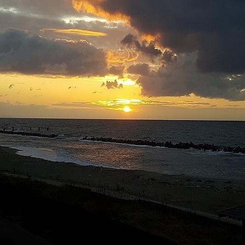 日本海に沈む夕日(1月)
