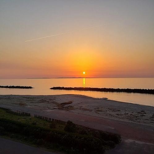 日本海に沈む夕日(3月)