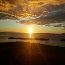 日本海に沈む夕日(8月)