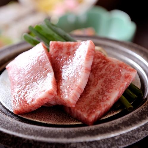 お食事一例(村上牛陶板焼き)
