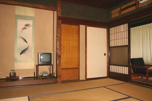 二階 和室8畳(広縁・応接セット付)