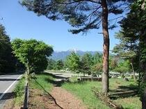 甲斐駒ヶ岳と馬術競技場