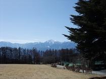 小淵沢高原から甲斐駒ケ岳、北岳を望む