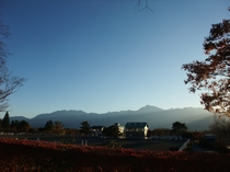 アスコツト前 馬術競技場から見た南アルプス秋の夕暮れ