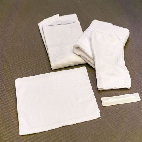 【アメニティー一覧】ガウン、タオル2枚&歯ブラシ